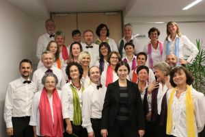 Die Mitglieder des chor70 vor der Dichterlesung mit Walter Huber im Oktober 2013